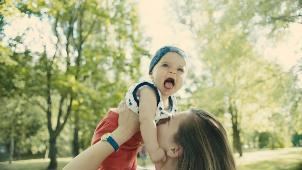 Baby ist glücklich