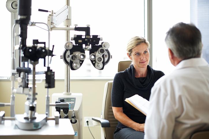 Bild Augenarzt Untersuchung